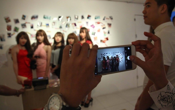 everyone clamoring to have their photo taken and hashtagged