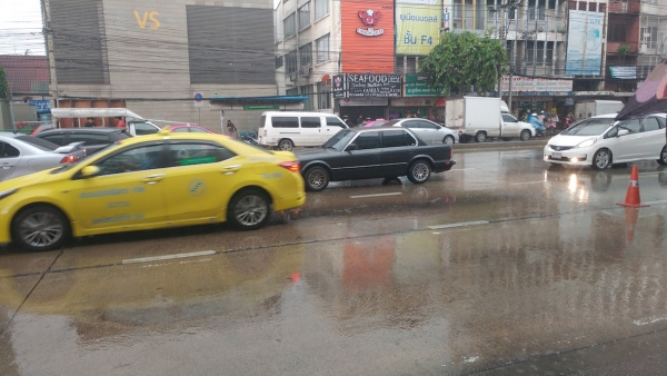 raining in bangkok